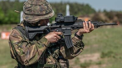 The Israeli defense company Smart Shooter, which makes fire-control systems, announce a new contract with the U.S. Marine Corps, October 2021. Credit: Courtesy.