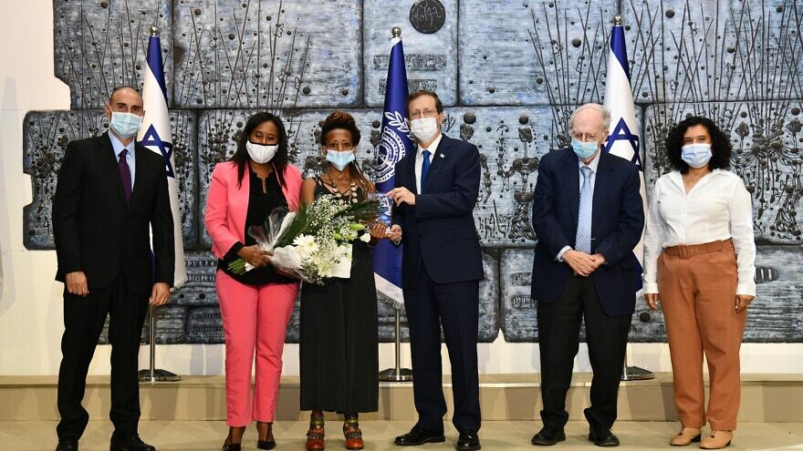 Israeli President Isaac Herzog (fourth from left) and Minister of Immigration and Absorption Pnina Tamano-Shata (second from left) present an award to a new immigrant, Oct. 10, 2021. Photo by Haim Zach/GPO.