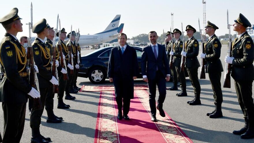 Israeli President Isaac Herzog is greeted by an honor guard upon his arrival in Ukraine, Oct. 5, 2021. Photo by Haim Zach/GPO.