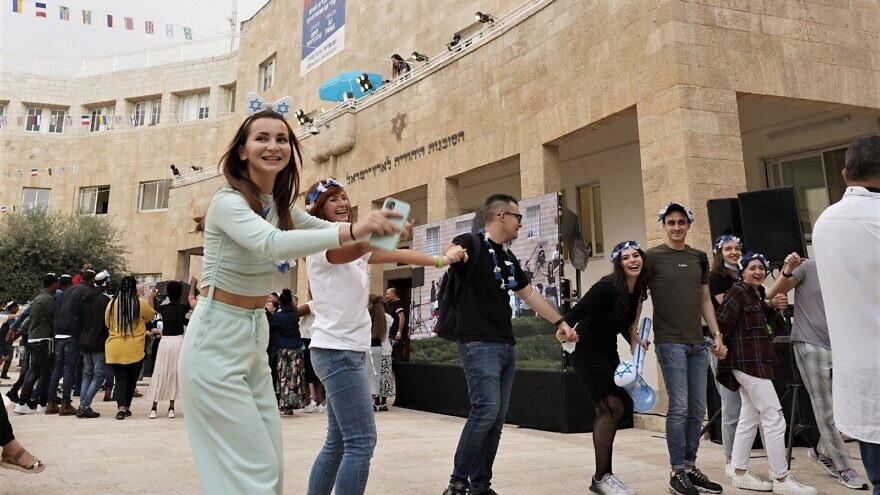 New immigrants to Israel dance the hora in Jerusalem, Oct. 12, 2021. Credit: Zug Productions for The Jewish Agency.