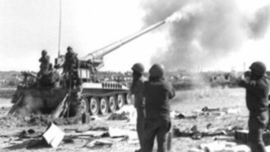 Israel Defense Forces troops firing at Syrian targets on the northern front during the 1973 Yom Kippur War. Credit: GPO.