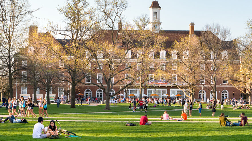 Students on campus at the University of Illinois at Urbana-Champaign. Credit: Leigh Trail/Shutterstock.